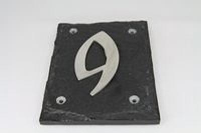 Leisteen huisnummerplaat met 1 roestvrijstaal cijfer
