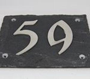 Leisteen huisnummerplaat met 2 roestvrijstalen cijfers