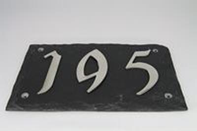 Leisteen huisnummerplaat met 3 roestvrijstalen cijfers