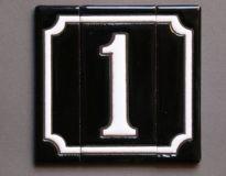 Handgeglazuurde keramiek huisnummer zwart