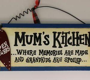 Handgemaakt Houten tekstbord 'Mum's Kitchen'