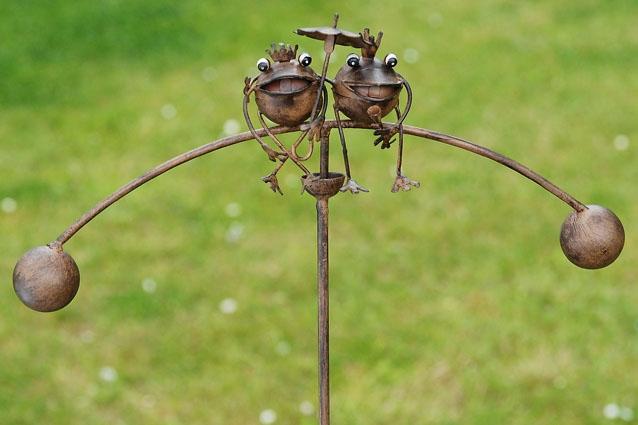 Metalen tuinsteker kleine kikkers