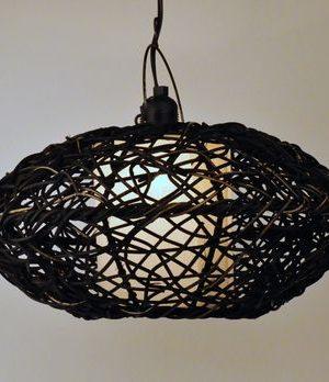 Zwarte rotan plafondlamp
