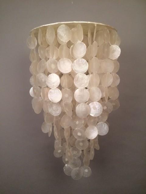 Handgemaakte capiz schelpen hanglamp uit Indonesië puntvorm 40cm