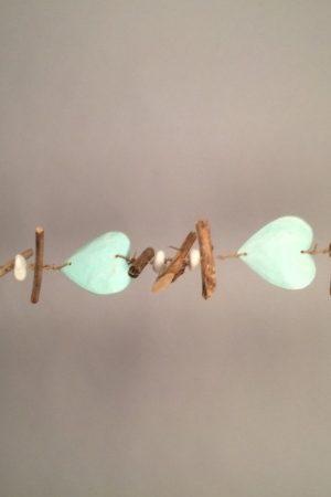 Houten harten guirlande drijfhout zeegroen