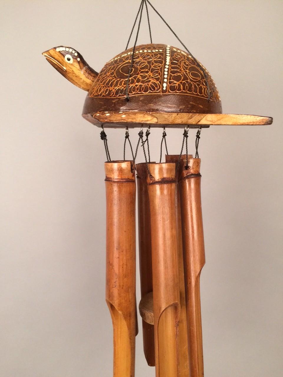 Schildpad bamboe windgong Schildpad bamboe windgong, handbeschilderd en gemaakt in Indonesië.