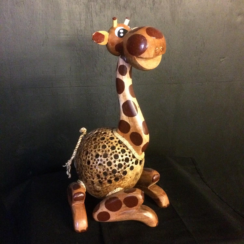 Kokosnootlamp-zittende-giraffe-90088