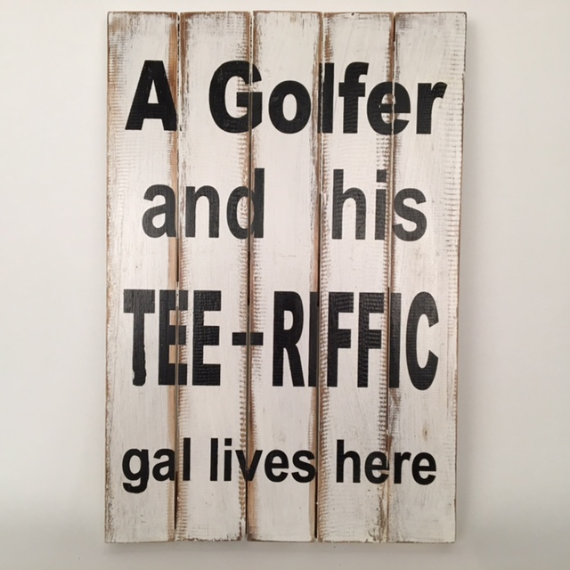 Houten tekstbord 'a golfer and his tee-riffic...'