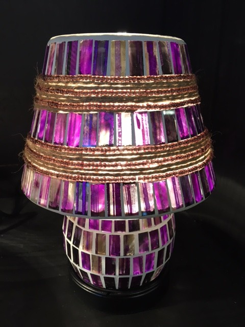 Mozaiek glas lamp (20cm) paars/lila aan