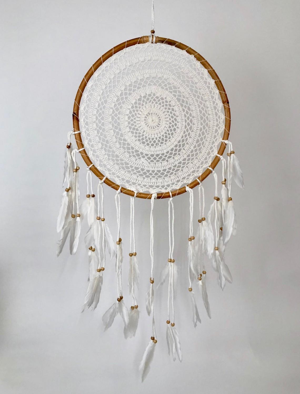 Dromenvanger zonder kleintjes met macramé in houten ring Ø40cm - wit